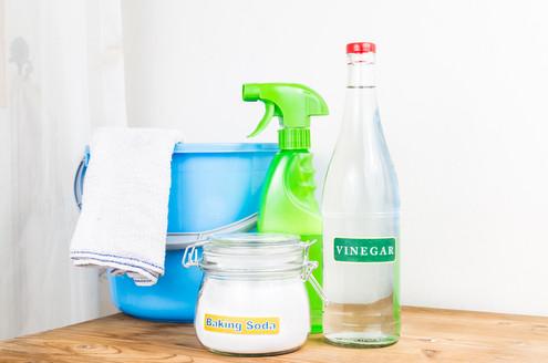 Cách làm sạch nền nhà vệ sinh bằng Baking soda và giấm