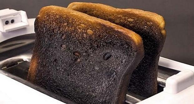 Bánh mỳ cháy cách tẩy trắng răng tại nhà hiệu quả