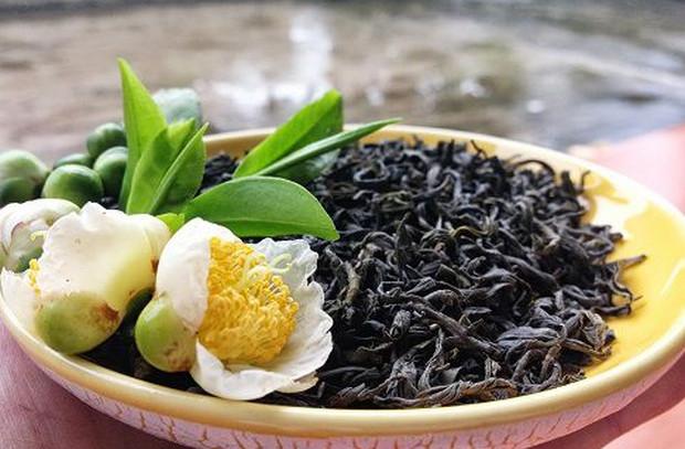 Cách khử mùi hôi tủ lạnh bằng chè khô (trà)