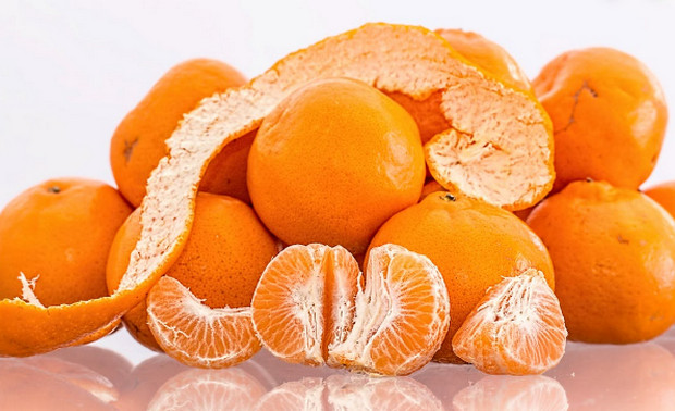 Khử mùi hôi tủ lạnh bằng vỏ cam hoặc quýt