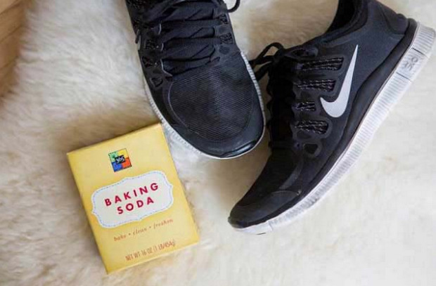 cách khử mùi hôi giày bằng baking soda