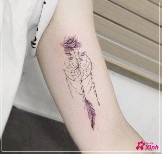 hình xăm hoa hồng mini ở cánh tay