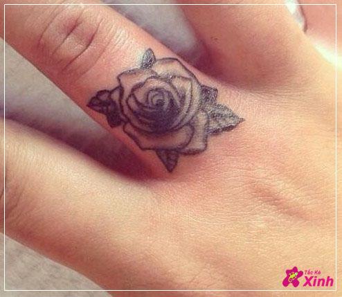 hình xăm hoa hồng nhỏ ở tay