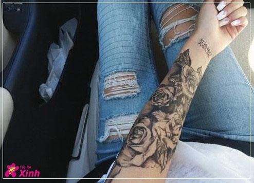 hình xăm hoa hồng ở cánh tay nữ 001