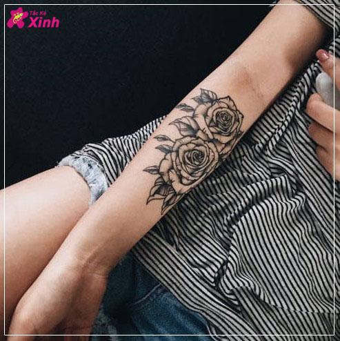 hình xăm hoa hồng ở cánh tay nữ 002
