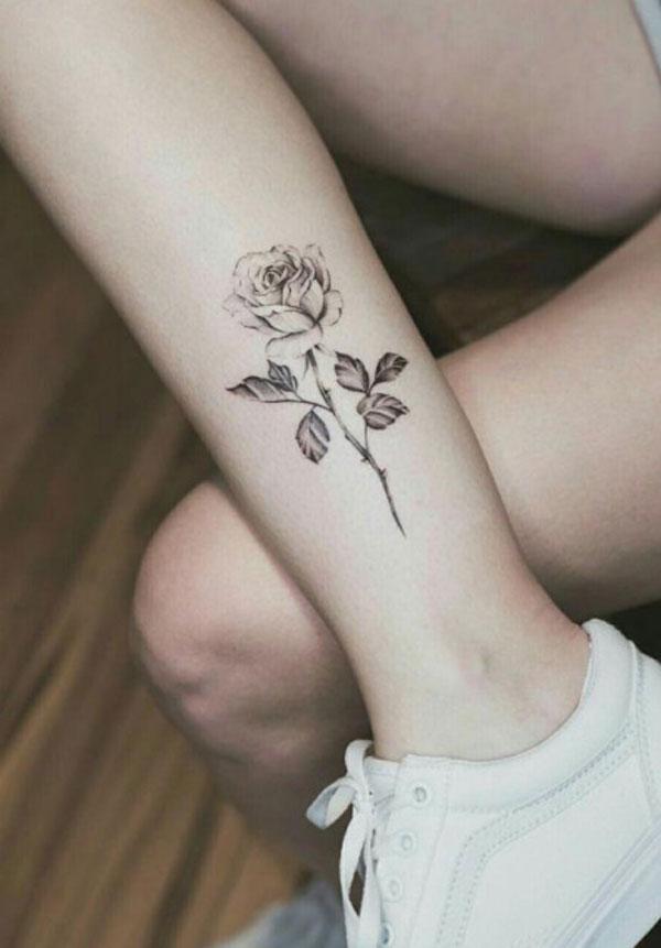 Hình xăm hoa hồng ở chân 03