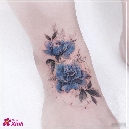 hình xăm hoa hồng xanh mini ở chân