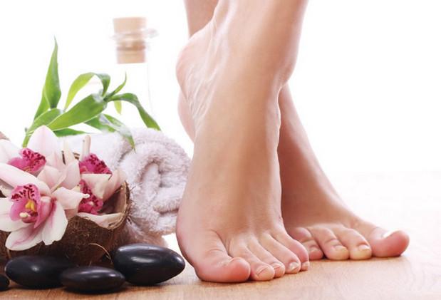 giữ cho đôi chân thật sạch sẽ trước khi đi giày giúp hạn chế mùi hôi của giày