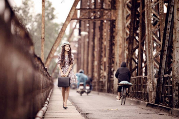 chụp ảnh ootd tại cầu long biên