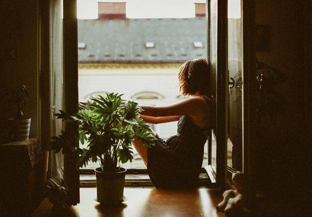 hình ảnh buồn về tình yêu của con gái trong sự cô đơn