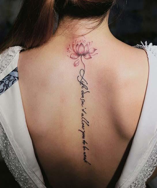 Tattoo hoa sen chữ phạn ở lưng 004