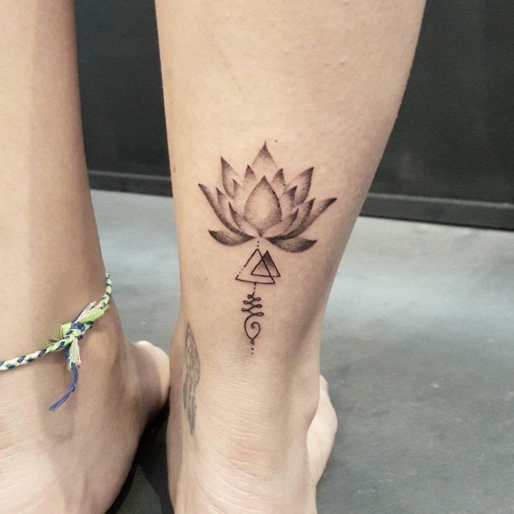 mẫu hình xăm hoa sen nhỏ ở cổ chân 001