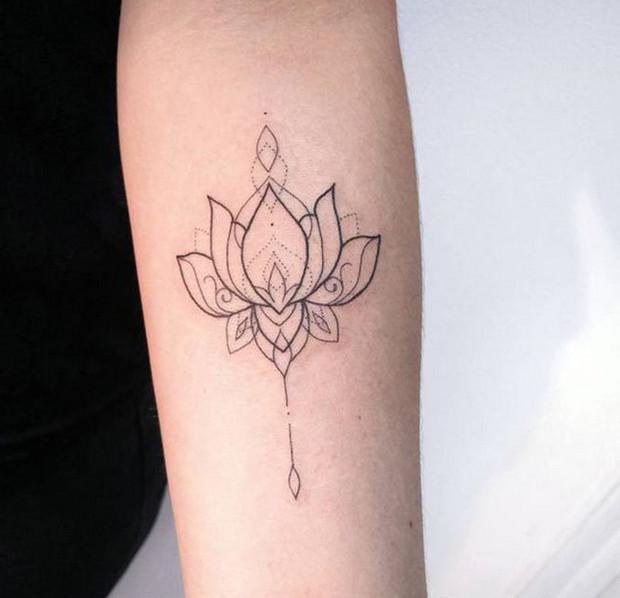 mẫu hình xăm hoa sen nhỏ ở cánh tay 004