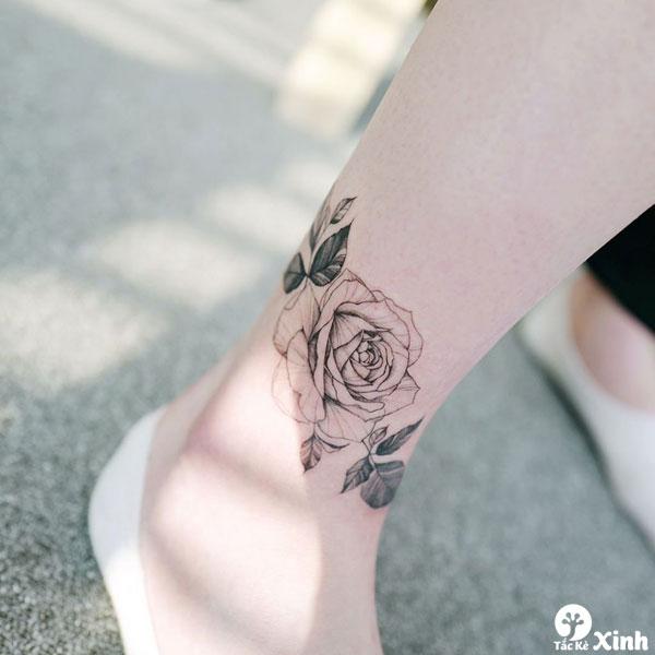 hình xăm hoa hồng nhỏ ở cổ chân