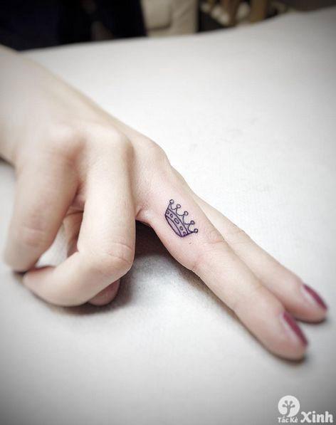 Tattoo mini ở ngón tay cho nữ