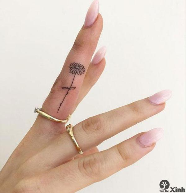 Tattoo mini ở ngón tay cho nữ 01
