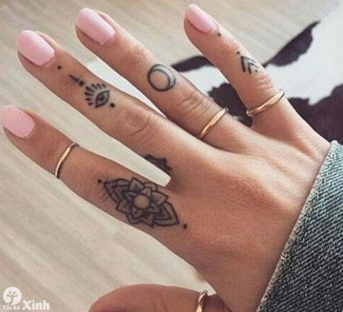 hình xăm nhỏ cho nữ ở ngón tay 02