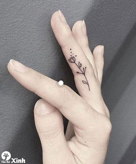 hình xăm mini ở ngón tay cho nữ 01