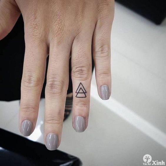 hình xăm mini ở ngón tay cho nữ 03