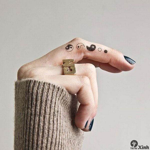 hình xăm mini ở ngón tay cho nữ 05