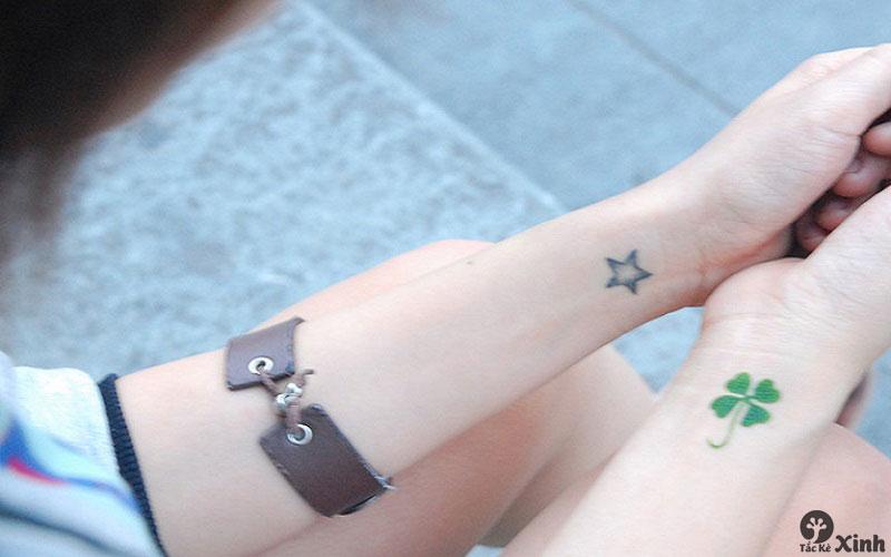 hình xăm mini cho nữ ở cổ tay 004