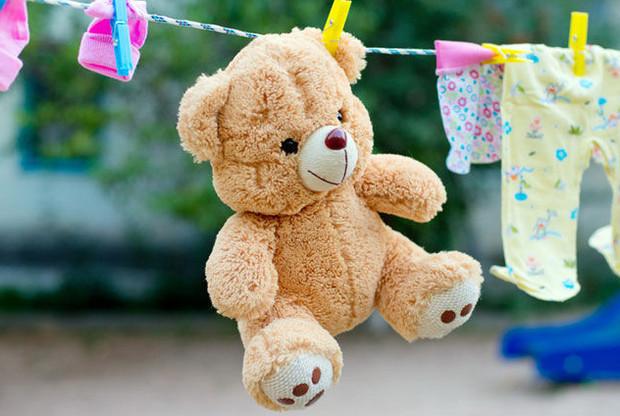 Cách giặt gấu bông có kích thước nhỏ - phơi gấu bông dưới ánh nắng mặt trời