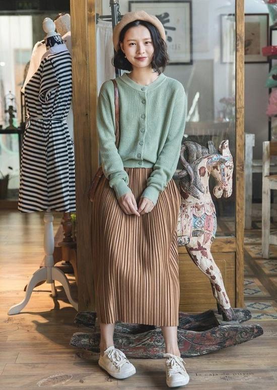 phối đồ phong cách vintage - chân váy dài kết hợp với áo len