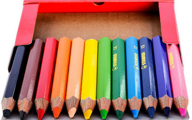 Các dụng cụ cần thiết để bé tập tô màu