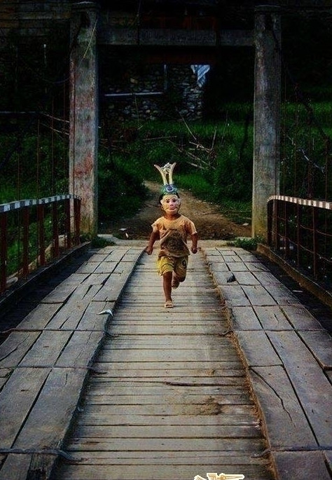 hình ảnh tuổi thơ dữ dội - mặt nạ các nhân vật yêu thích