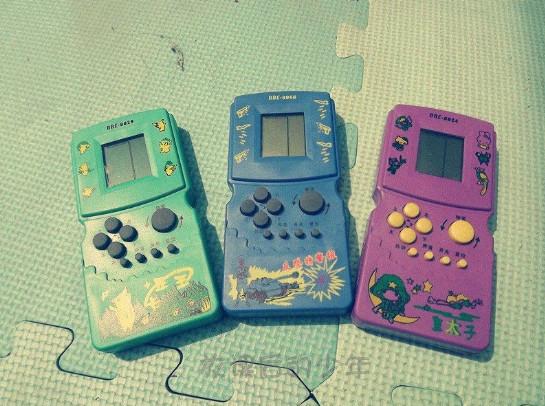 hình ảnh tuổi thơ dữ dội - máy chơi điện tử huyền thoại
