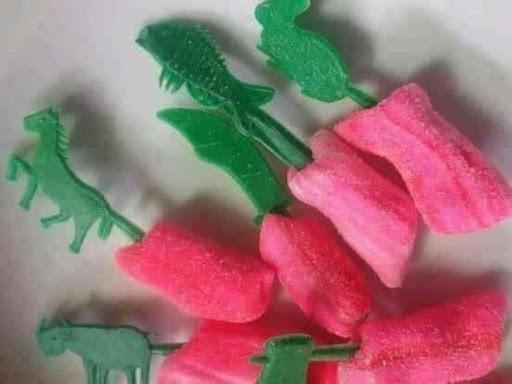 hình ảnh tuổi thơ dữ dội - món ăn tuổi thơ kẹo