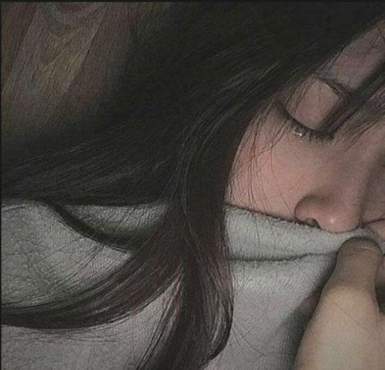hình ảnh phụ nữ mệt mỏi 02