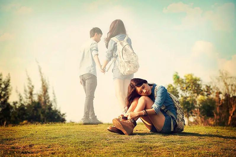 Hình ảnh yêu xa buồn và cô đơn 004