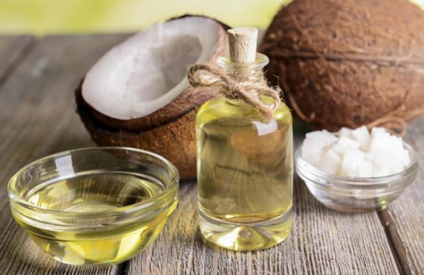 Cách trị nẻ mặt bằng dầu dừa