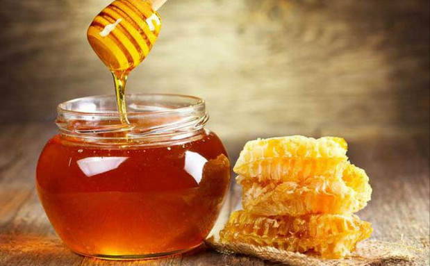 Cách trị nẻ mặt bằng mật ong