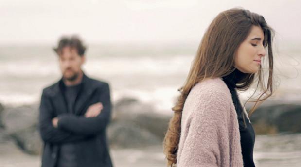 dấu hiệu đàn ông không yêu bạn thật lòng: Anh ta không quan tâm đến cảm xúc của bạn