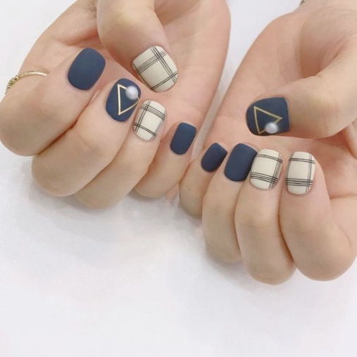 mẫu nail đẹp kẻ sọc 01