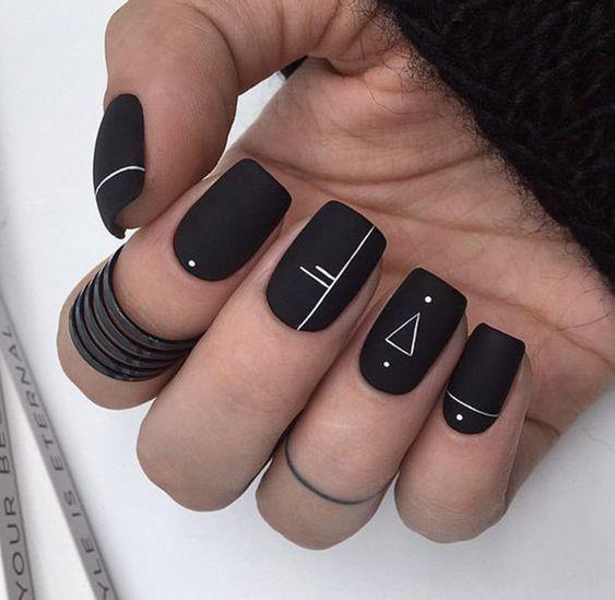 Mẫu nail màu đen đẹp nhất 03