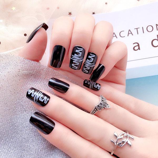 Mẫu nail màu đen đẹp nhất 01