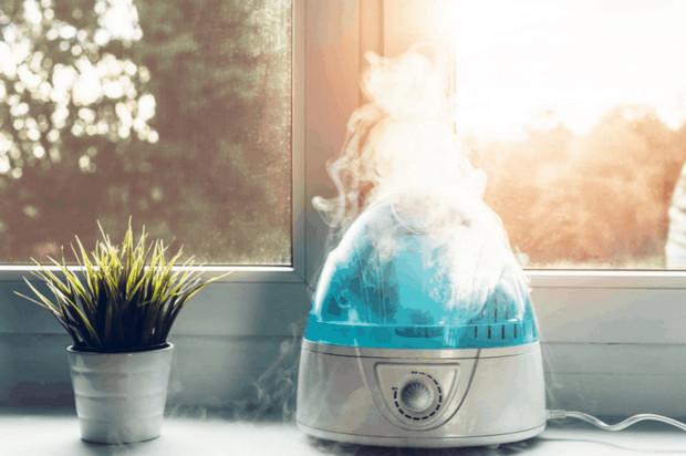 Sử dụng máy tạo độ ẩm giúp hạn chế tình trạng khô da nứt nẻ