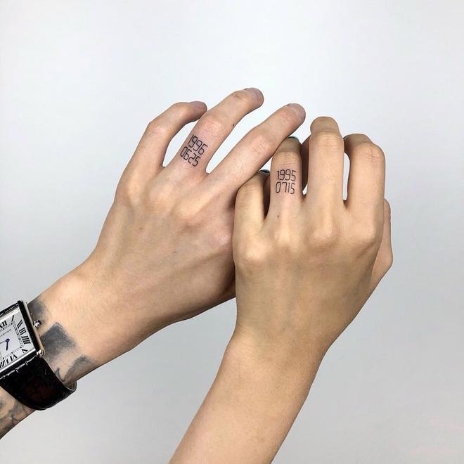 Hình xăm đôi ở ngón tay 014