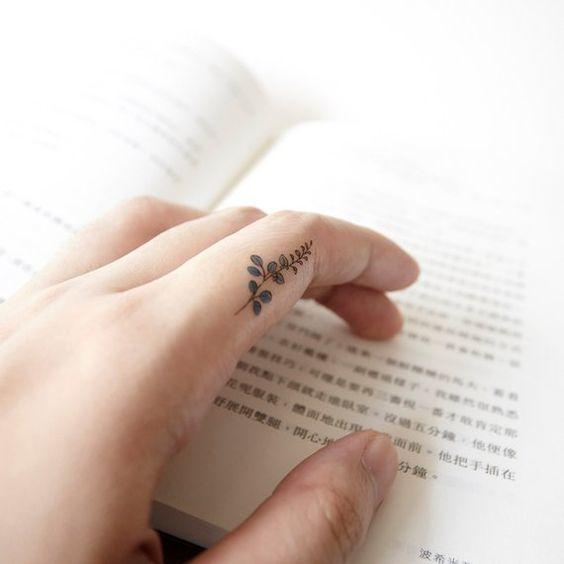 Hình xăm ngón tay nữ đẹp 013
