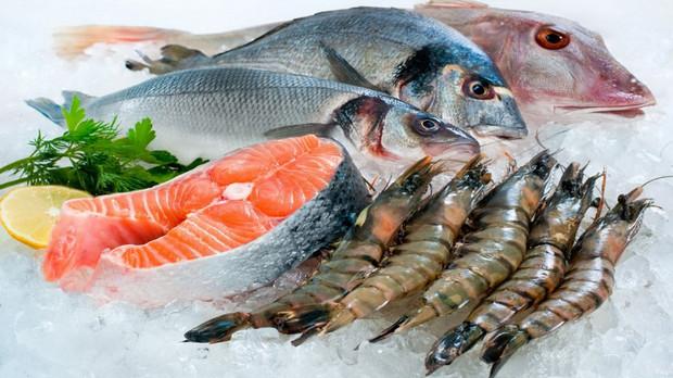 Xăm môi kiêng ăn hải sản