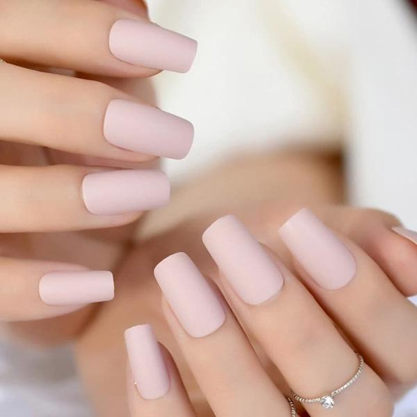 Mẫu nail cô dâu đơn giản 03