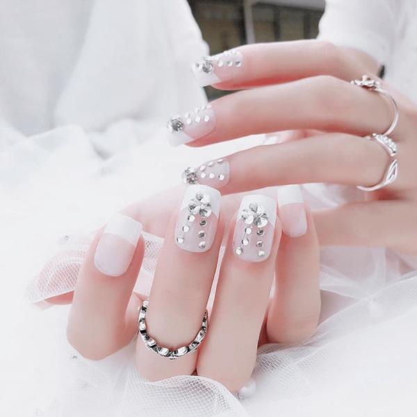 Mẫu nail cô dâu màu trắng 02