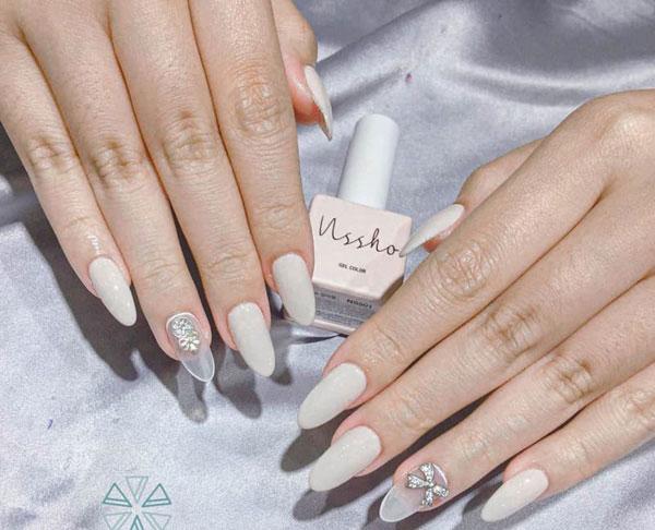 Mẫu nail cô dâu màu trắng 03