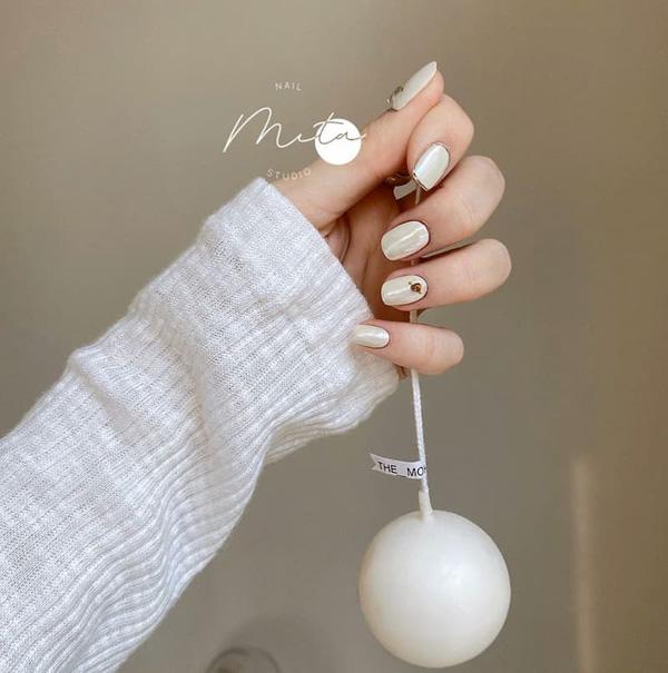 Mẫu nail cô dâu màu trắng 04