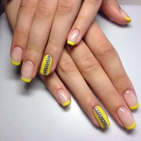 Mẫu nail màu vàng cá tính 02