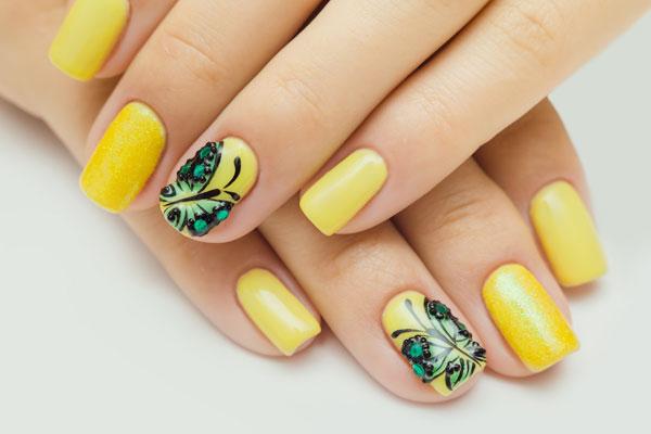 Mẫu nail màu vàng dễ thương 05