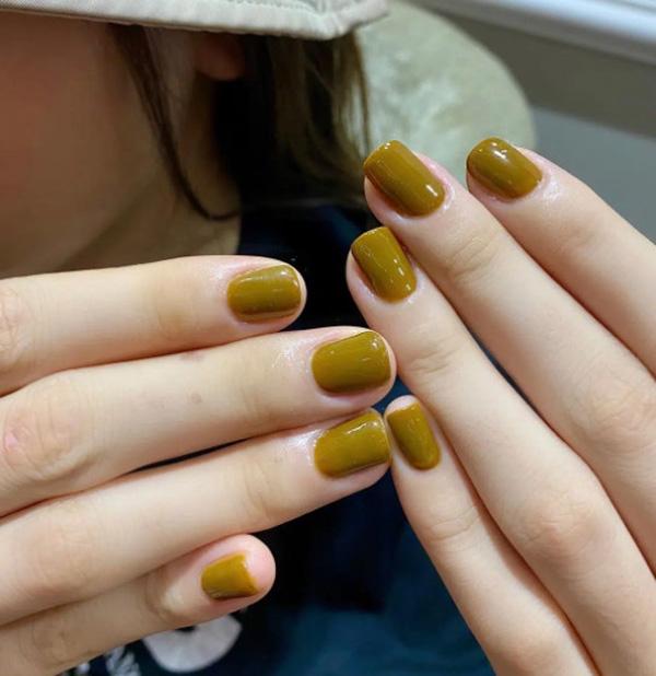 Nail màu vàng nâu 03